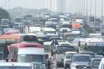6 xe ô tô tông liên hoàn, nghìn phương tiện chôn chân trên cầu Thanh Trì, Hà Nội
