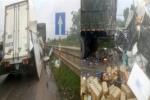 Xe tải tông container đang dừng, 2 người mắc kẹt trong cabin thương vong