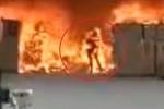 Quay lại đám cháy lấy điện thoại, nam công nhân chết thảm