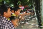 Biển người ùn ùn đổ về công viên Thủ Lệ trong ngày Quốc khánh Việt Nam