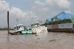 Chìm phà trên sông Đồng Nai, hành khách hoảng loạn tìm cách thoát thân