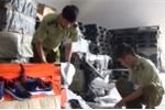 Hà Nội: Thu giữ hàng ngàn đôi giày không rõ nguồn gốc của ông chủ Trung Quốc