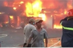 Clip: Cháy lớn thiêu rụi nhiều căn nhà giữa trưa nắng ở Tiền Giang