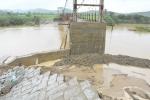 Đắk Lắk: Mưa lớn làm sập mố cầu treo, hơn 1.000 hộ dân bị cô lập