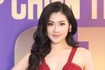 Á hậu Dương Tú Anh diện váy xẻ cao khoe chân dài không thể rời mắt