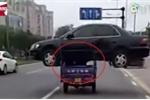 Clip: Dùng xe ba gác chở ô tô mới mua lượn phố và cái kết đắng