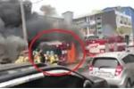 Clip: Đi chữa cháy, xe cứu hỏa bén lửa cháy ngùn ngụt