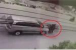 Clip: Xe máy phóng bạt mạng, tông trực diện ô tô thảm khốc