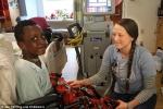 Người trẻ tuổi nhất thế giới được ghép tim nhân tạo