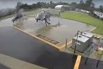 Video: 2 trực thăng cảnh sát Mỹ va vào nhau vỡ tan tành