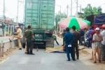 Clip: 2 phụ nữ bị container cán chết trên đường trở lại Sài Gòn sau Tết