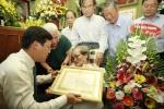 TƯ Đoàn trao tặng Huy hiệu 70 năm tuổi Đảng cho nhà văn, nhà báo Sơn Tùng