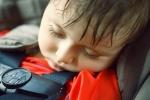 Phải làm gì nếu trẻ bị ngạt thở do bị bỏ quên trong ô tô?