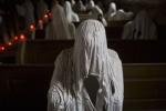 Video: Cảnh rùng rợn trong nhà thờ chỉ có 'bóng ma' cầu nguyện ở Czech