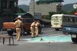 CSGT Quảng Ninh đội nắng quét kính vỡ vụn trên quốc lộ giữa trưa