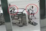 Clip: Cẩu tặc bị chủ chó đâm lật xe, vác gậy đánh nhừ tử