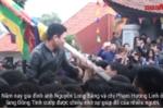 Video: Hàng trăm người xâu xé cướp chiếu cầu quý tử ở Vĩnh Phúc