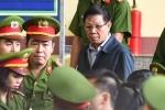 Video: Cựu trung tướng Phan Văn Vĩnh mệt mỏi tới tòa