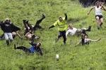 Các lễ hội nguy hiểm nhất thế giới: Ngàn người liều mạng săn pho mát ở Anh