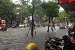 Video: Hà Nội phố biến thành sông, giao thông tê liệt