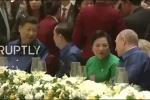 Video: Chủ tịch Trần Đại Quang và Chủ tịch Tập Cận Bình trò chuyện bên bàn dạ tiệc