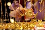 Giá vàng hôm nay 17/11: Đối nghịch giữa hai thị trường