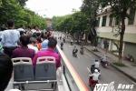 Ảnh, video: Xe buýt 2 tầng mui trần lăn bánh trên phố Thủ đô