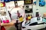 Gã say vác dao đòi chém nhân viên cây xăng