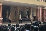 Video: 5 cô gái ăn mặc gợi cảm nhảy trước mặt học sinh như trong vũ trường ở Hà Nội