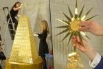Video: Lóa mắt với cây Giáng sinh làm từ 2.018 đồng xu vàng nguyên chất
