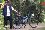 Video: Độc lạ cách chế xe đạp thành xe máy chỉ với 10 triệu đồng ở Vĩnh Long
