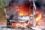 Xe khách bốc cháy ngùn ngụt trên đèo Lò Xo