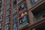 Lính cứu hộ đu dây giải cứu cô gái đòi tự tử nghẹt thở như phim hành động
