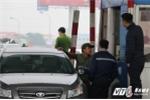 Video: Tài xế quyết đòi 100 đồng tiền thừa tại trạm thu phí số 1 quốc lộ 5