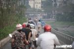 Ảnh: Những kẻ vô văn hoá phi xe máy ầm ầm vào đường đi bộ dài nhất Thủ đô