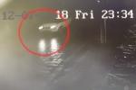 Clip: Camera an ninh ghi lại cảnh xe Range Rover đâm nữ sinh 19 tuổi rồi bỏ chạy