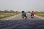 Phẫn nộ 4 thanh niên không đội mũ bảo hiểm lái xe đánh võng trên đường quê Hải phòng