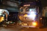 Tài xế container ủi xe rác lao vào nhà dân lúc rạng sáng, hai người nhập viện
