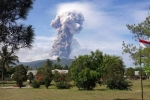 NÓNG: Núi lửa phun trào tại nơi xảy ra thảm họa động đất, sóng thần ở Indonesia