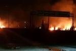Video: Ngoại ô thủ đô Syria trúng tên lửa, cháy ngùn ngụt