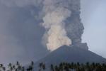 40 người Việt mắc kẹt ở Bali sau khi núi lửa phun trào