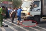 Xe máy tông xe tải, người đàn ông chết thảm dưới bánh xe