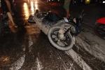 Dầu tràn giữa đường, hàng chục xe máy liên tiếp gặp tai nạn