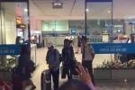 Clip: Anh em Quốc Cơ - Quốc Nghiệp xúc động ôm chặt mẹ tại sân bay