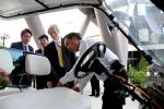 Thứ trưởng Nhật Bản trải nghiệm công nghệ xe tự hành của Việt Nam