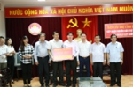 Vietcombank trao 1 tỷ đồng ủng hộ đồng bào miền Trung bị thiệt hại do cơn bão số 10