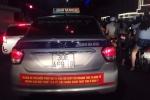 Sở GTVT Hà Nội yêu cầu taxi gỡ biểu ngữ phản đối Grab, Uber
