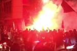 Clip: CĐV hừng hực đi 'bão' mừng tuyển Việt Nam tiến thẳng chung kết AFF Cup
