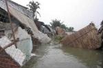 Hàng loạt căn nhà ở TP.HCM rơi xuống sông trong đêm