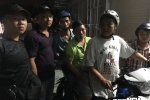 Cam xe cua ban cung phong, dem tien qua Campuchia danh bac hinh anh 1